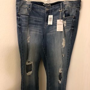 Boyfriend Jeans-Destructed Medium Wash